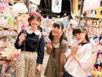 ハコイリ♡ムスメが1000円以内でガチの駄菓子選び!「ハイカラ横丁」に潜入