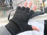 指が出てるのに指先まで暖かい! ヒーター内蔵グローブの新モデル