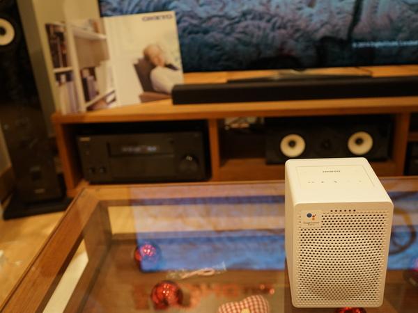 後ろのテレビやAVアンプをG3の音声コマンドでコントロール。YouTube動画や音楽再生ができる