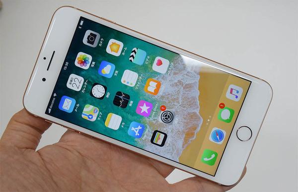 ASCII.jp:iPhone 8の魅惑のゴールドはiPhone X待ちの人に危険