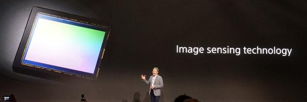 「皆さんが使っているソニー製でないスマートフォンにも入っている」と紹介されたイメージセンサー