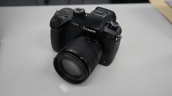 パナソニックやソニーのデジタルカメラではHLG方式のHDRで動画を記録できる。このため、対応テレビが多い
