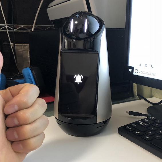 カメラでユーザーを見分ける「Xperia Hello!」はアクティブに人と関わるロボット