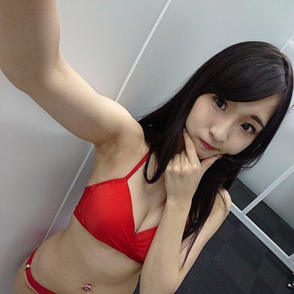 Fカップ・藤田あずさちゃんが胸を気にせずド迫力のジャンプ!