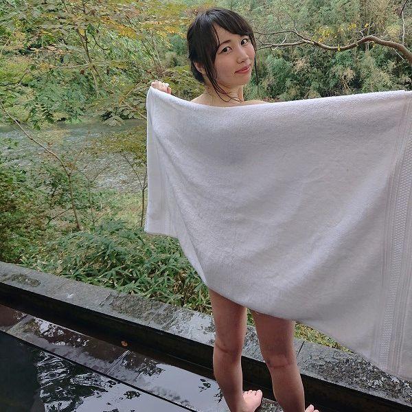 XperiaユーザーのFカップ・白葉まりちゃんが新旧モデルを比較!