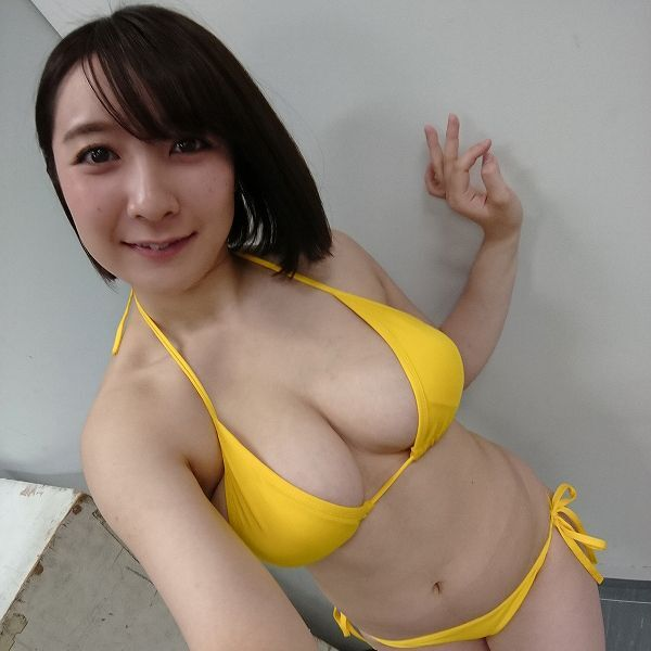 Hカップの紺野 栞ちゃんをXperiaで激写! 水着で3Dモデリングは大成功!!
