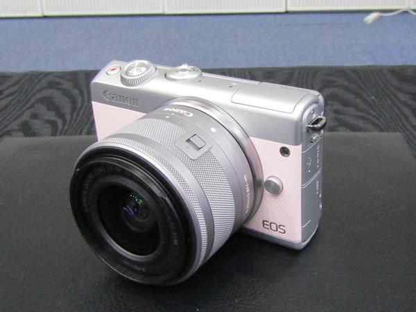 「EOS M100 リミテッドピンクキット」