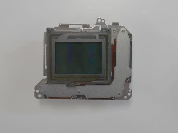 新開発のフルサイズ撮像素子と5軸の手ブレ補正ユニット