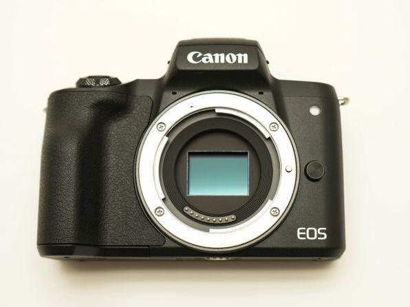 撮像素子は従来機と同等。APS-CサイズのCMOSセンサーだ