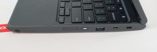 500eの右側面。USB 3.0やType-C端子などを搭載する