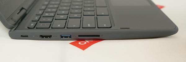 300eの左側面。HDMI端子やUSB 3.0端子、SDメモリーカードスロットなどを搭載