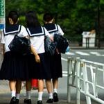 学校に通う子どもにスマホや携帯を持たせるべきか否か 優先するべきは「身の安全」
