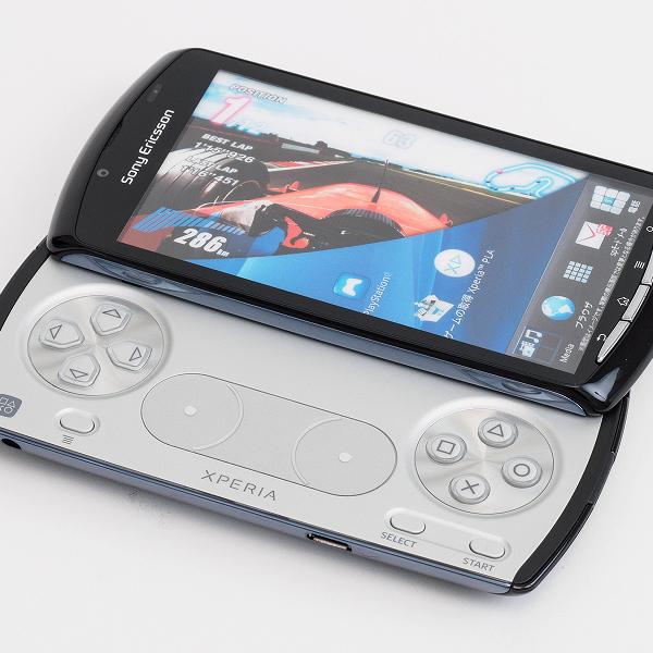 まるで携帯ゲーム機のようなスマホ 「Xperia PLAY SO-1D」