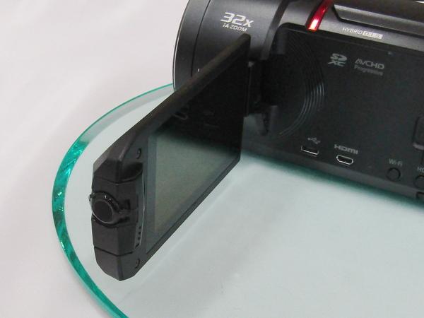 モニターのフチにサブカメラを搭載。横に回転するので角度調整も可能