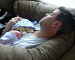 「新生児育児ワンオペはただの無理ゲー」男性育休38人の実感