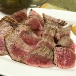 笑笑の飲み放題と肉たっぷりのステーキの組み合わせがコスパ良すぎる!