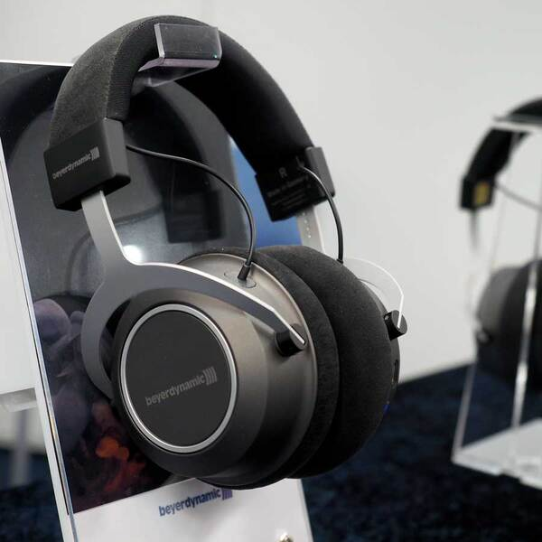 ベイヤー、耳に合うワイヤレスヘッドフォン「Amiron wireless JP」