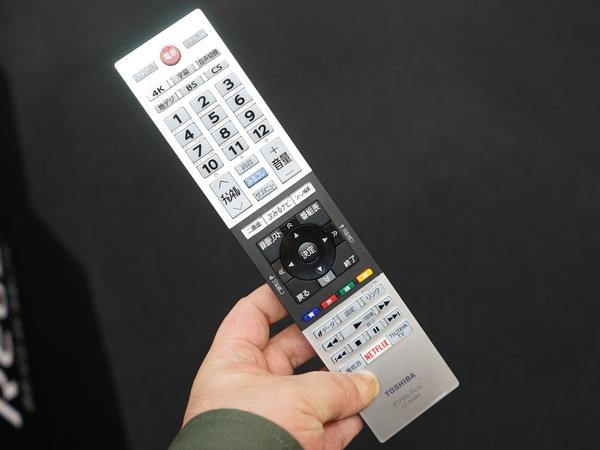 付属のリモコン。「4K」のボタンを配置し、ダイレクトに4K放送の番組表が呼び出せる