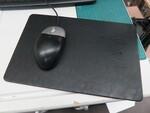 スマホを置くだけで充電できるQi対応なマウスパッド