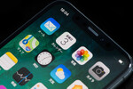 アップルiPhoneすべて有機EL化? うわさに疑問符