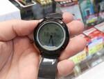 1.2万円で買える透過ディスプレー搭載のアナログ時計風スマートウォッチ