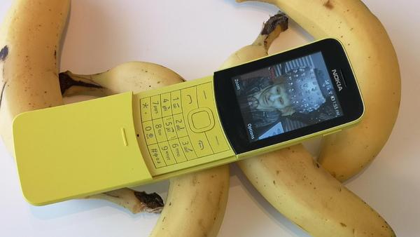 "ASCII.jp:復刻で話題の""バナナフォン""「Nokia 8110 4G」を衝動買い (1/5)"