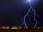 PCや家電、データを守るには夏の雷対策が必要だ