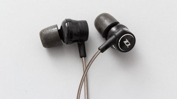 ダイナミックモーションの「DM200H」。筆者が普段から使っているイヤフォンで、イヤーチップは付属品のフォームタイプのものを着用している