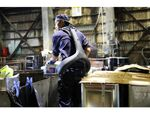 食品リサイクル事業にパワードスーツを導入