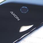 "ZTE反撃の狼煙! ""全部入り""フラッグシップ「AXON 9 Pro」発表"