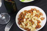 ミックスナッツにバターをのっけてレンジでチン! ワインに合う安くておいしい簡単オススメレシピ