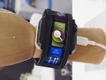 曲がるディスプレーをベルトに採用した腕時計型スマートフォン「Nubia α」