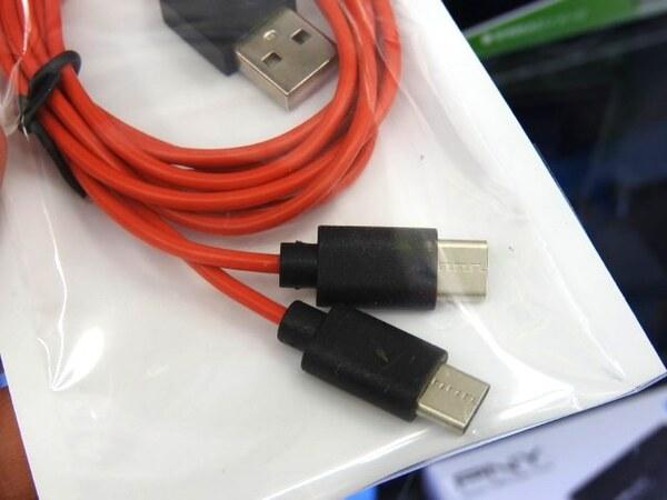 ASCII.jpType-C端子搭載スマホを2台同時に充電できるケーブル