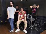 バンド仲間が同じ会社で働くロックバンド「ザ・クレーター」という生き方