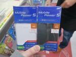 カードサイズなのに5000mAhのモバイルバッテリー
