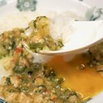 日高屋「バジルチキンライス」タイ料理ではない不思議の味