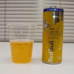 夏限定の黄色いRed Bullが爽やかで飲みやすい!