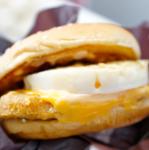 親子丼ならぬ親子バーガー!?マクドナルドのチキンチーズ月見