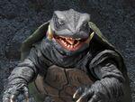 復活した海の大怪獣、平成ガメラ(1995)が迫力満点のアクションフィギュアで登場