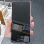 穴あき画面のGalaxyのミドルハイスマホ「Galaxy A8s」が登場