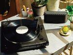 オーディオテクニカ、初心者でも使いやすいアナログレコードプレーヤー