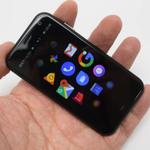 普通に使える手のひらサイズの超小型スマホ「Palm Phone」の実機チェック