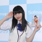 ラストJKになって初作品! 17歳の早坂美咲、制服姿でソフマップ