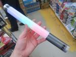 ペンライトみたいに光る! 手に持って使えるBluetoothスピーカー