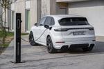ポルシェが680psのハイブリッドカー「新型カイエン」を発表