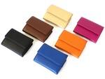 お札を折らずに収納できるコンパクトサイズなお財布が人気!