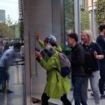 アップル「iPhone 11」発売 Apple 丸の内に大行列