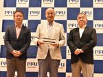 PFU、パスポートのスキャンも簡単・高速にできるイメージスキャナー「fi-800R」発売