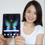 Galaxy Foldの日本発売が待ちきれないので海外版を開封した