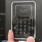 カードサイズのSIMフリーケータイ「NichePhone-S」が4980円でセール中